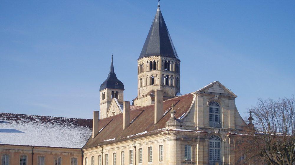 abbaye-de-cluny-neige