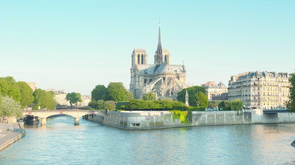 Croisière-promenade sur la Seine de jour avec Notre Dame de Paris
