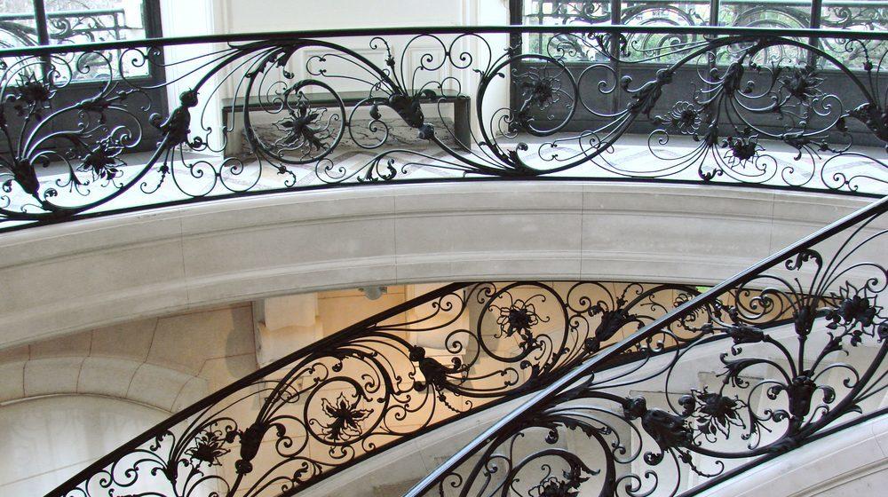 Escalier avec sa ramp en fer au Petit Palais