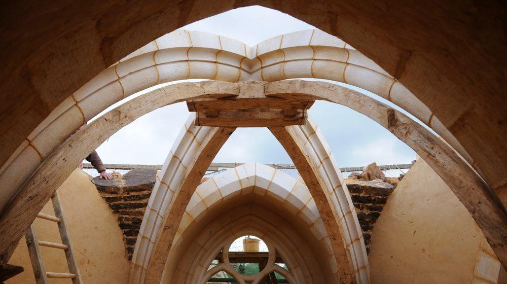 La construction d'une voûte à Guédelon (ph. C. Guérard)