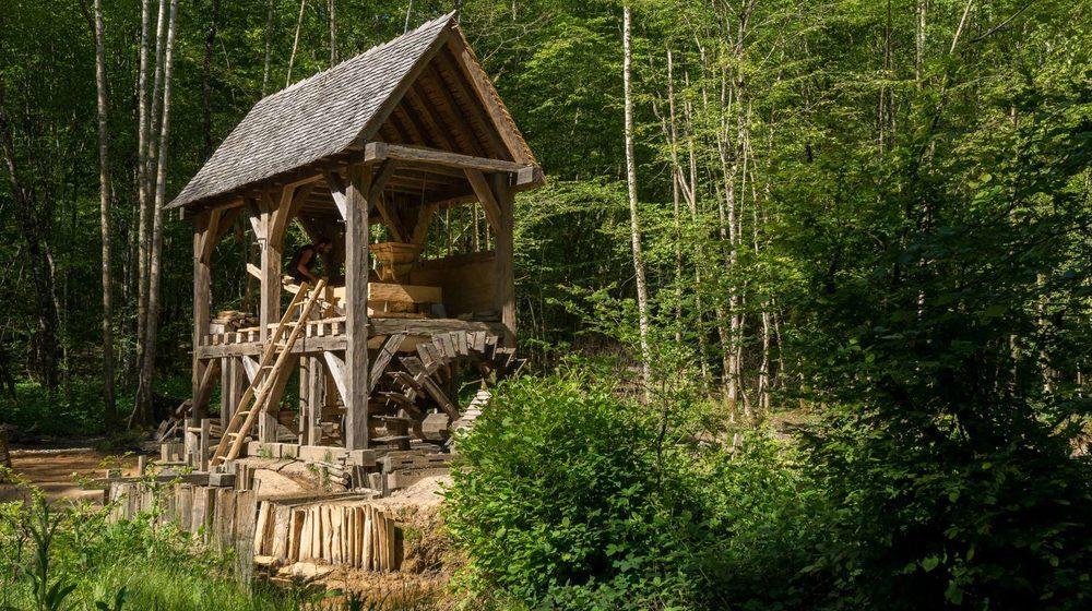 Le moulin hydraulique à farine de Guédelon (ph. D Gliksman - Inrap)