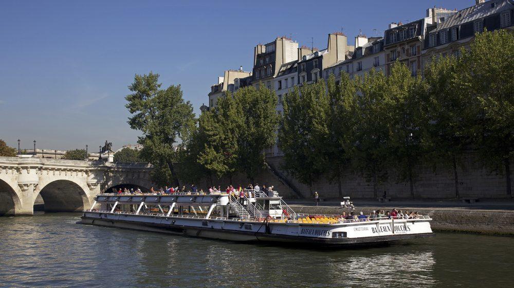 bateaux-mouches-berges-de-seine